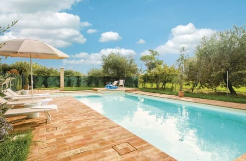Last Minute Cottages - Captivating Marche Countryside Cottage S120503