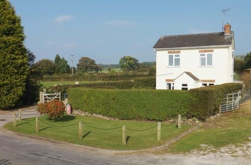 Last Minute Cottages - Quaint Leek Cottage S43470