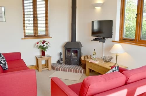 Last Minute Cottages - Windbury Barn