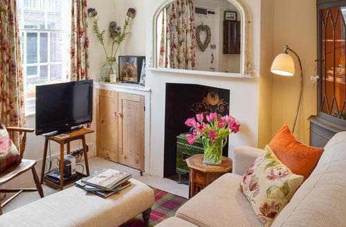 Last Minute Cottages - Cosy Folkestone Cottage S44399