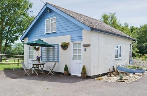 Last Minute Cottages - The Blue Loft