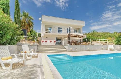 Last Minute Cottages - Villa Belvedere