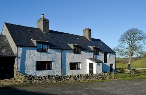 Last Minute Cottages - Orsedd Wen