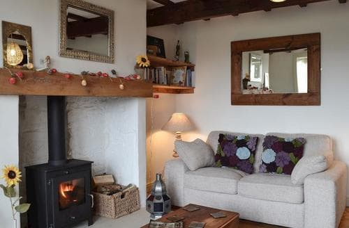 Last Minute Cottages - Lovely Haworth Cottage S92951