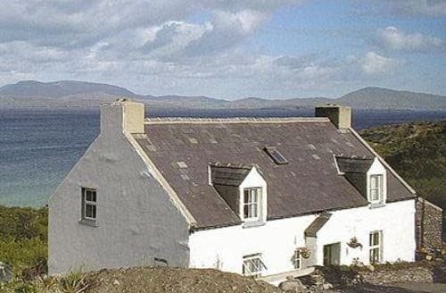 Last Minute Cottages - Strand Cottage