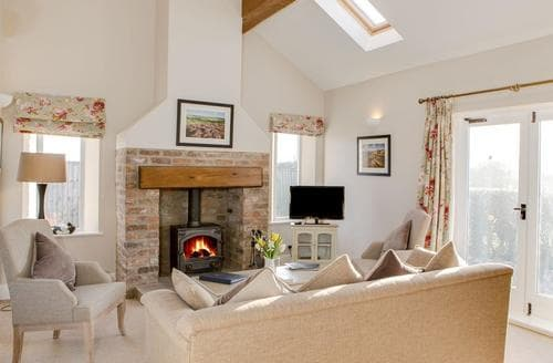 Last Minute Cottages - Quaint Scarborough Cottage S15423