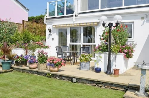 Last Minute Cottages - Lovely Marazion Apartment S21236