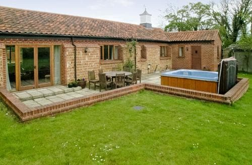 Last Minute Cottages - Beech Barns - CZU