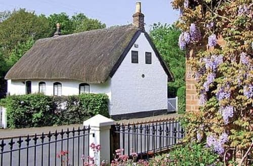 Last Minute Cottages - Tasteful Chester Cottage S18160