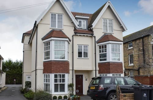 Last Minute Cottages - Inviting Weymouth Apartment S128212