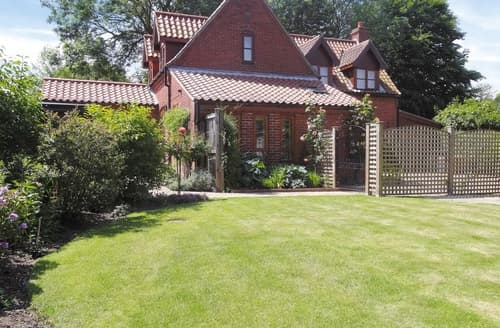 Last Minute Cottages - Lovely Horning Apartment S17394