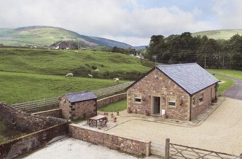 Last Minute Cottages - Attractive Clitheroe Cottage S18232