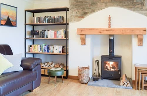 Last Minute Cottages - Castle Hill Cottage
