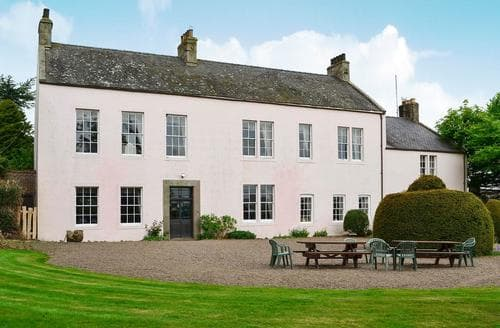 Last Minute Cottages - Akeld Manor House-MDW