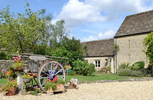 Last Minute Cottages - Wonderful Cirencester Lodge S16176
