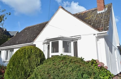 Last Minute Cottages - Priory Bungalow