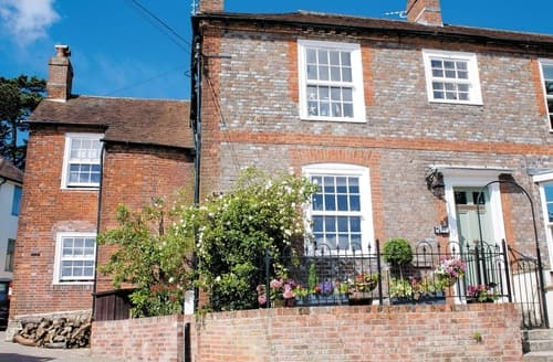 Last Minute Cottages - Wonderful Fareham Cottage S14099