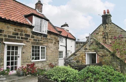 Last Minute Cottages - Quaint Whitby Cottage S15576