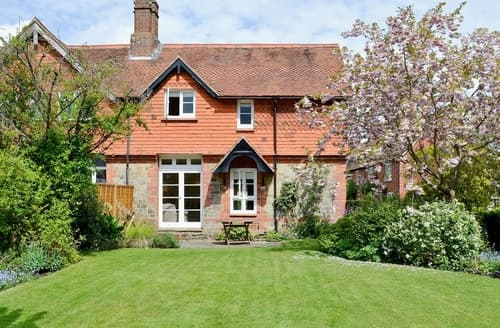 Last Minute Cottages - Cosy Chichester Cottage S13929
