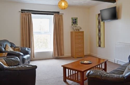 Last Minute Cottages - Lovely Llandovery Apartment S25043