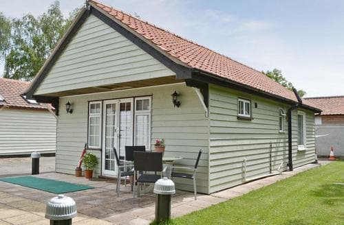 Last Minute Cottages - Captivating Diss Lodge S17782