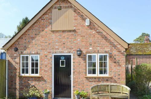 Last Minute Cottages - Lovely Ringwood Cottage S14133