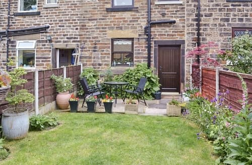 Last Minute Cottages - Charming Glossop Cottage S16596