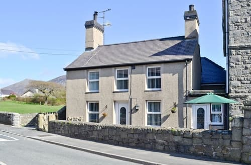 Last Minute Cottages - Ty Capel Gosen