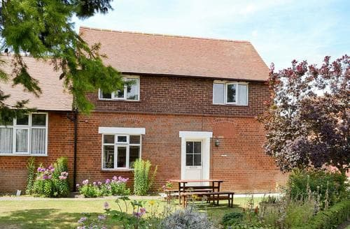 Last Minute Cottages - Luxury All Bedfordshire Cottage S84810