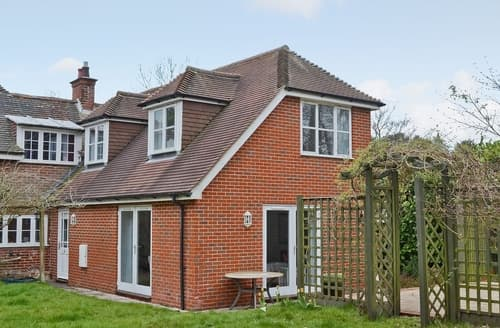 Last Minute Cottages - Beautiful Fareham Cottage S14106
