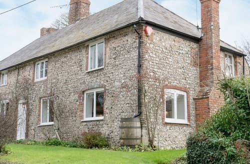 Dog Friendly Cottages - Inviting Eastbourne Cottage S13937