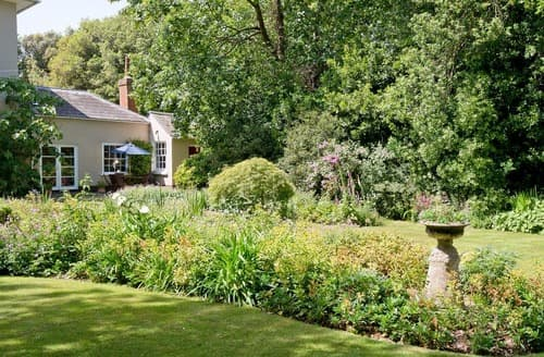 Last Minute Cottages - Adorable Lymington Cottage S14107