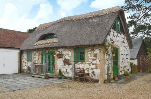 Last Minute Cottages - Captivating Brighstone Cottage S43631