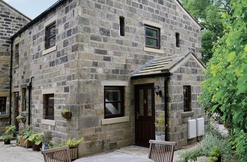 Last Minute Cottages - Attractive Haworth Cottage S24868