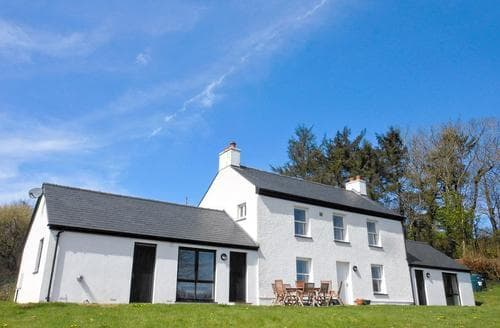 Last Minute Cottages - Dolgoed House