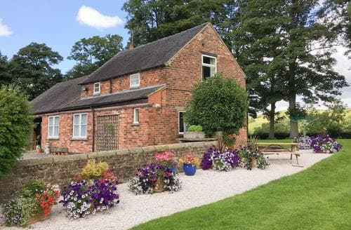 Last Minute Cottages - Superb Leek Cottage S16021