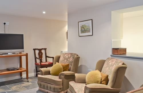 Last Minute Cottages - Wonderful Buxton Apartment S16524