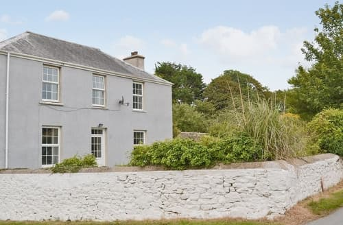 Dog Friendly Cottages - Tasteful Tenby Cottage S21957