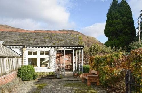 Last Minute Cottages - Plum Tree Cottage