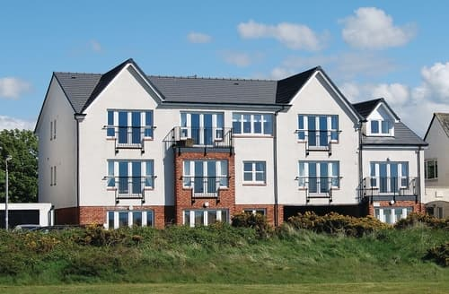 Last Minute Cottages - Delightful Ayr Apartment S23462