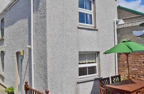 Last Minute Cottages - Cosy Aberdovey Cottage S24668