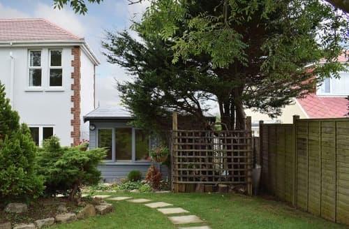 Last Minute Cottages - Quaint Sandown Lodge S40494
