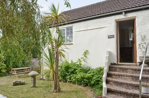Last Minute Cottages - Smithy