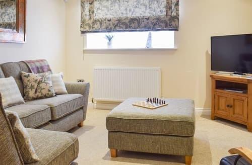 Last Minute Cottages - Quaint Whitby Apartment S127971
