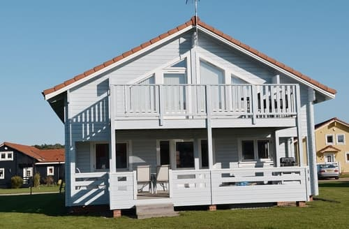 Last Minute Cottages - Adorable Great Yarmouth Lodge S17258