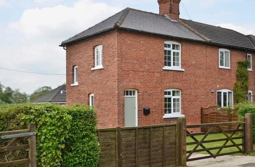 Last Minute Cottages - Adorable Market Rasen Cottage S43982