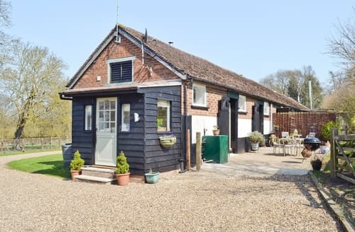 Last Minute Cottages - Captivating Maldon Cottage S25426