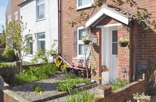 Last Minute Cottages - Beautiful Great Yarmouth Cottage S25212