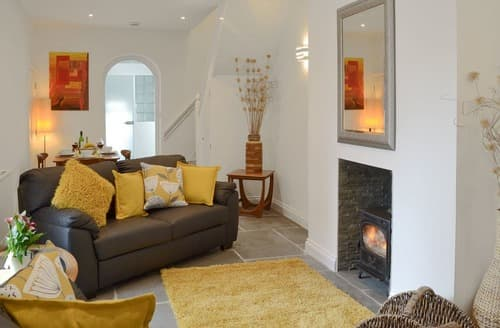 Last Minute Cottages - Samphire Lodge