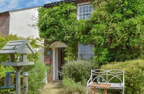 Dog Friendly Cottages - Stunning Halesworth Apartment S113498